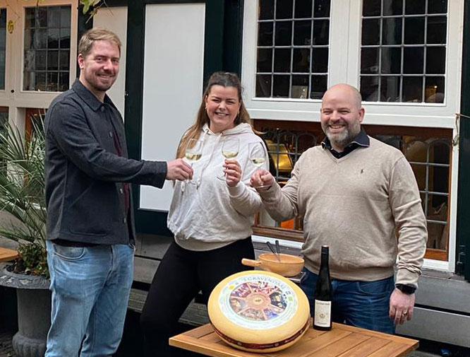De initiatiefnemers van Versekaasfondue.nl